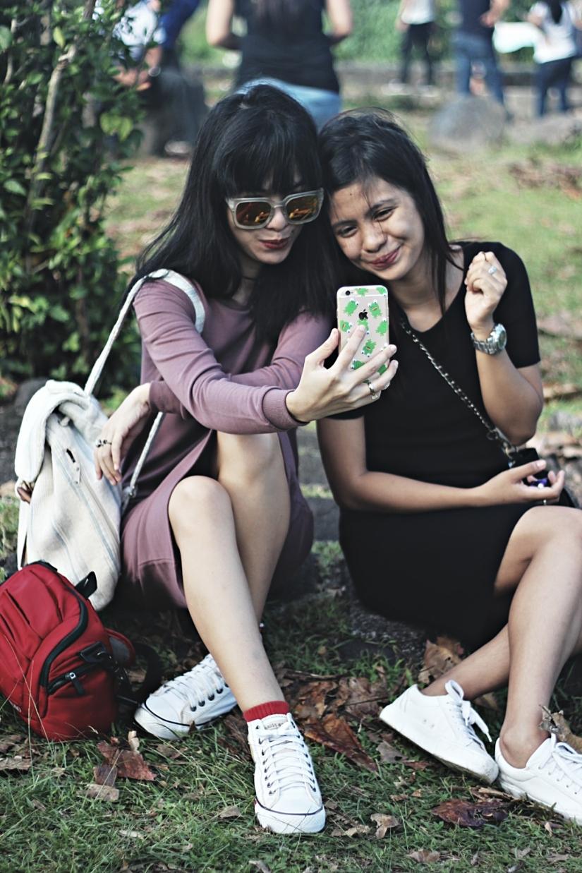 Erra - my 17yo sister who looooves taking selfie! :|