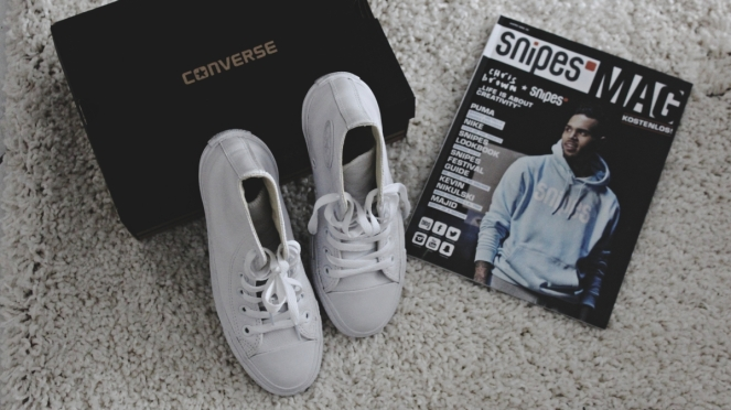 whiteconverseshoes3